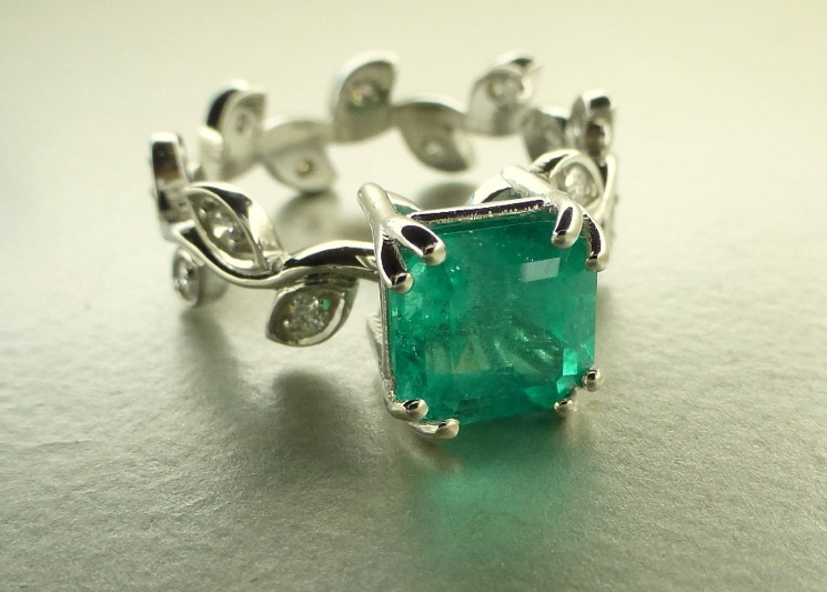 Cute Emerald Ring